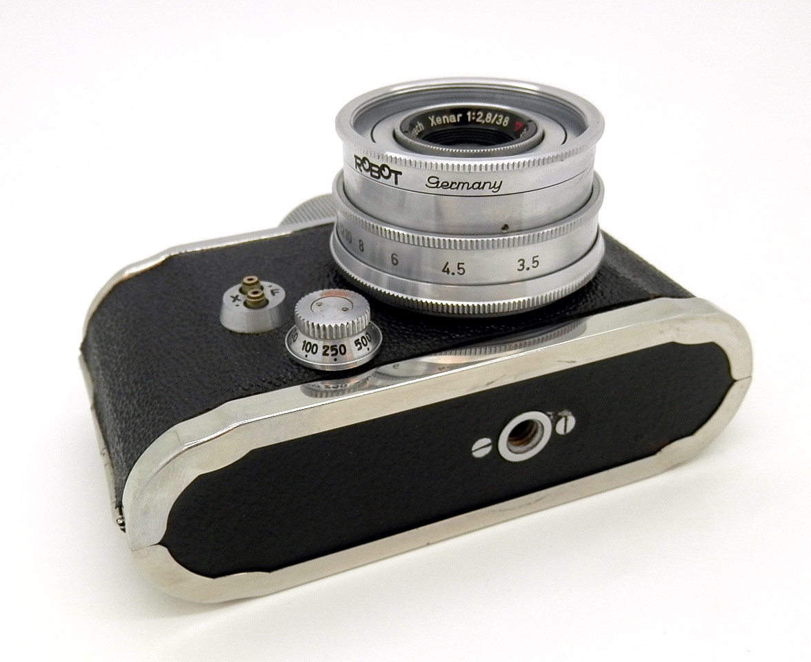 Robot 11a with 38mm F2.8 Lens #6766 - Click Image to Close